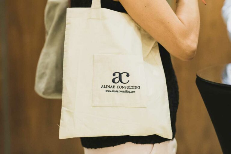 Customized bag with the logo of Alinae Consulting for the 5th anniversary